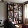 Vyroba drevene knihovny regalu knihovna   foto