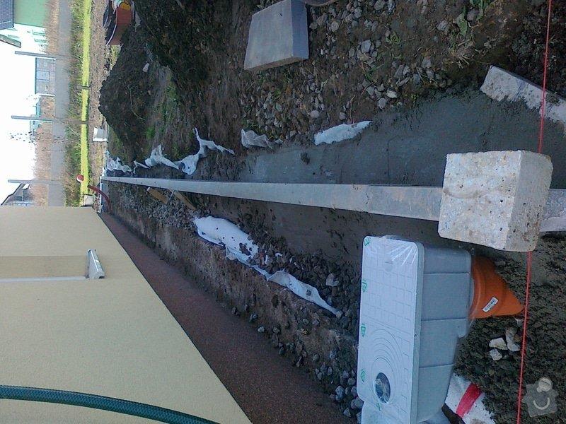 Obrubníky a odvod vody od domu: 211020131175