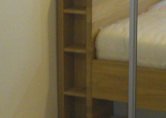 Komoda a postel na míru