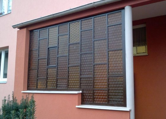 Renovace prosklené stěny zádveří