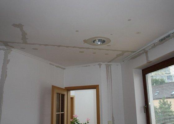 Oprava stropního sádrokartonu + malířské práce (pokoj + koupelna)