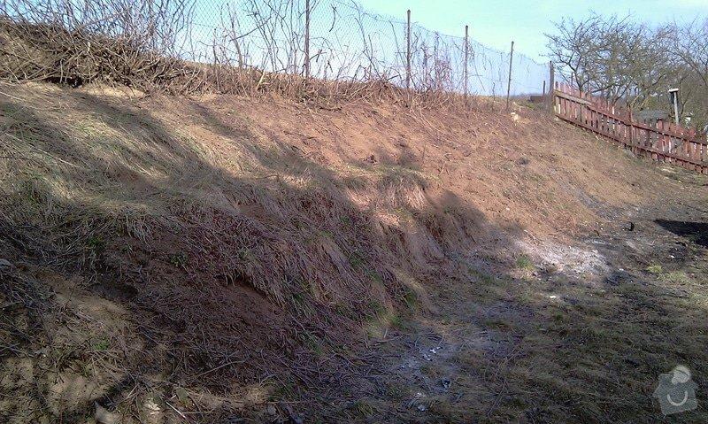 Stavba opěrných zdí Naturblok (CS Beton): teren_za_chatou_Okor2