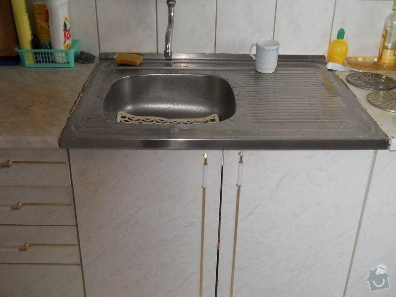 Provedení výměny pracovní desky kuchyňské linky: DSCN0704