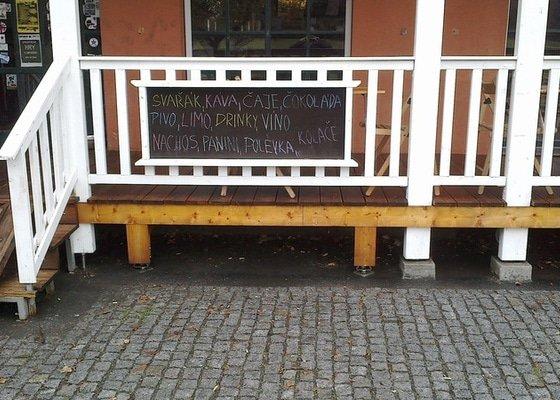 Nájezd pro vozíčkáře, venkovní sezení -