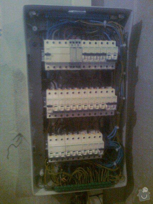 Zapojení pojistkové skříně v domě ( zásuvkové a světelné okruhy k pojistkám ): Fotografie0384