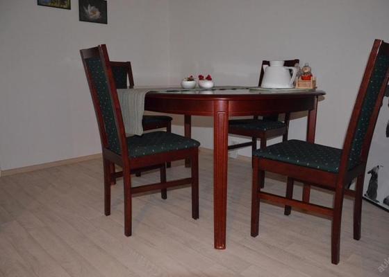 Vestavěná skríň-ložnice a repasování stolu