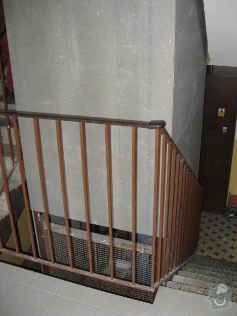 Osazení nešeho schodiště v panelovém domě dřevěným zábradlím. SVJ K.Marxe 1678 - 79 Jirkov: 001_2_