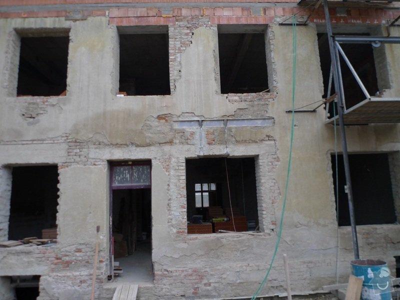 Plastová okna a dveře: fotka_pohled_ze_dvora-
