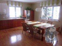 Kuchyňská linka, jídelní stůl, příborník, vestavné skříně, obývací stěna: Kychyn_2023_1_