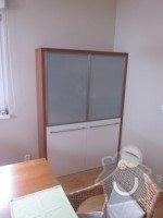 Kuchyňská linka, jídelní stůl, příborník, vestavné skříně, obývací stěna: Skrin_208_1_