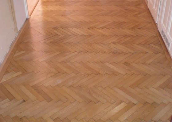Renovace drevenych parket ca 25 m2 + polozeni plovouci podlahy 12m2