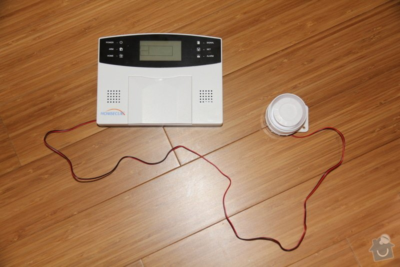 Drobna zednicina a elektro: zapojeni elektronickeho vratneho, protazeni UPC kabelu, natreni futer: 131201_025