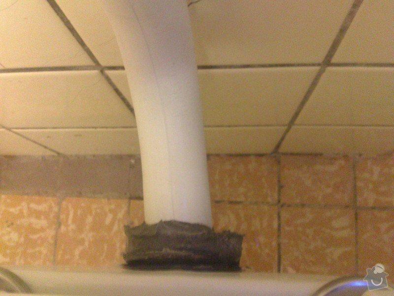 Protékající splachovací roura od záchodu: DSC_0261