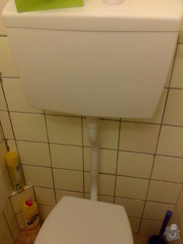 Protékající splachovací roura od záchodu: DSC_0260