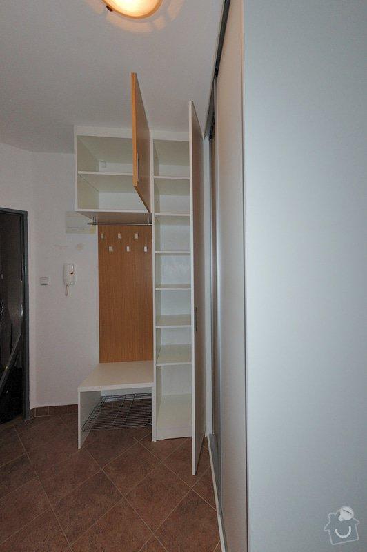 Vestavěná skříň a knihovna do předsíně: 9