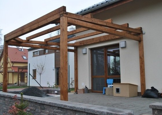 Zahradní altán, 2x dřevěná pergola u novostavby RD Hněvotín
