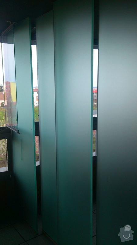 Zaslepky z plexiskla na terasu: stena_s_dirami