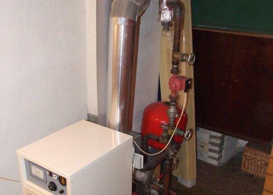 Osazení kouřovodu k plynovému kotli
