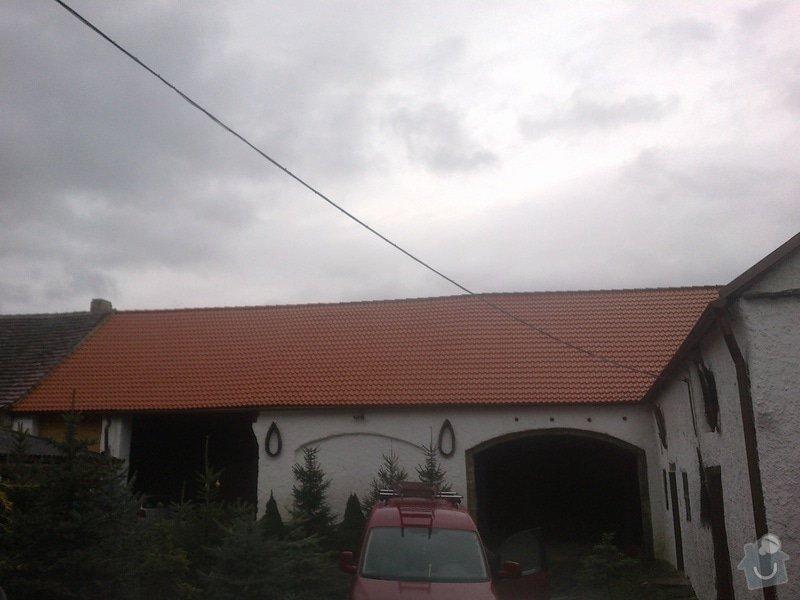 Pokládka střešní krytiny a výměna trámů: 09122013434