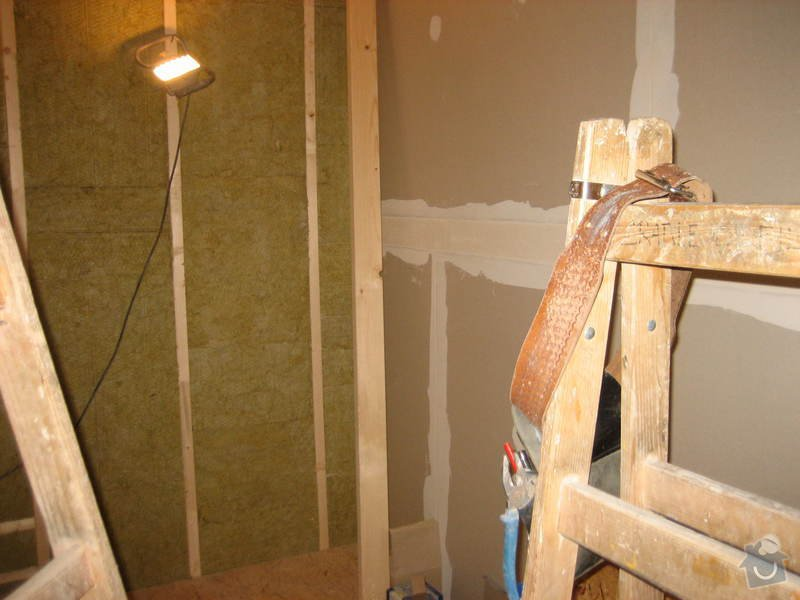 Vybudování konstrukce místnosti ze dřevěných trámů, (akustické příčky), akustická podlaha, sádrokarton.: IMG_0185