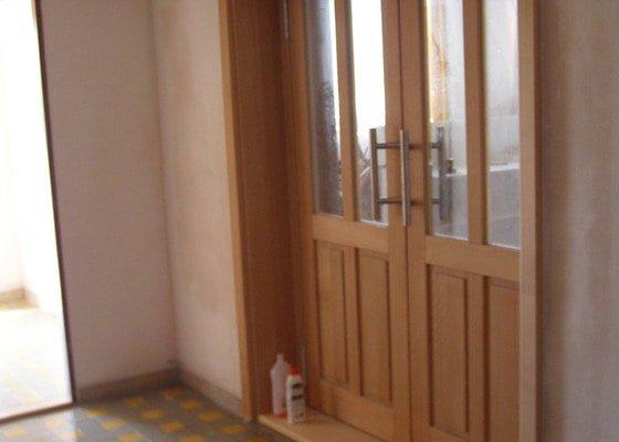 Rekonstrukce kulturního domu - omítání, štukování, stavební a instalatérské práce