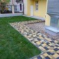 Polozeni travniho koberce a zahradni dlazby zahrada 440 m2 zahrada vnitrobloku ul.ovenecka 9