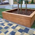 Polozeni travniho koberce a zahradni dlazby zahrada 440 m2 zahrada vnitrobloku ul.ovenecka 11