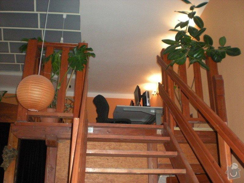 Stůl, podlaha - internetová místnost v kavárně: DSCN3334