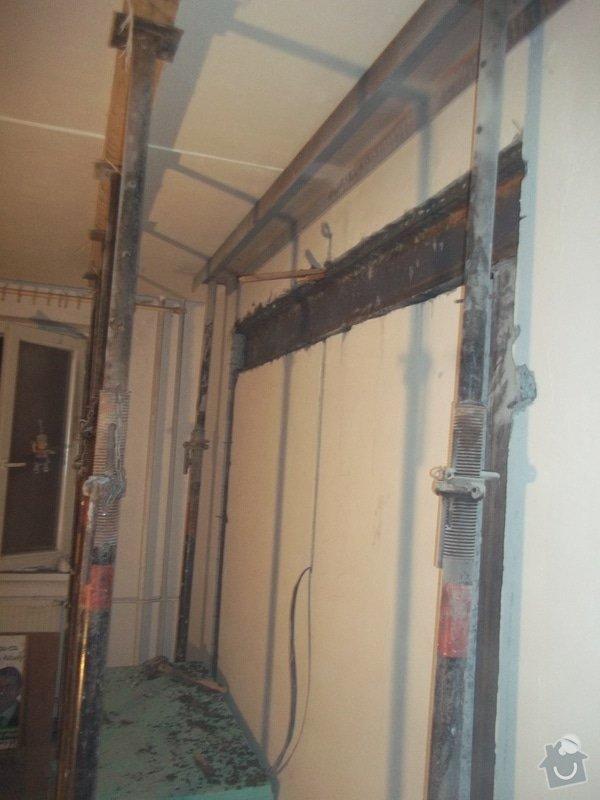 Vyříznutí části nosné zdi dle projektu (dělící zeď v panelovém 1+1 o delce cc 2,4 m) včetně instalace nosných ocelových výztuh: 100_4612