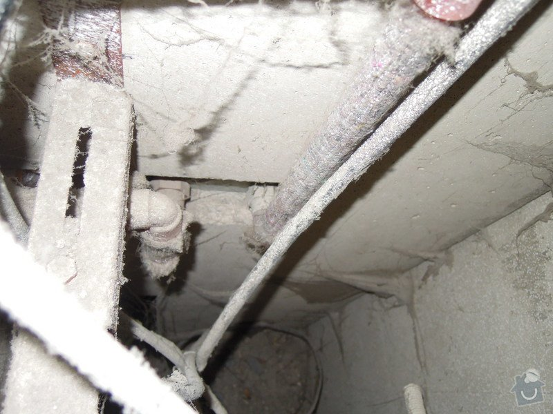 Vodoinstalatér - výměna a uchycení baterie: DSCN5321