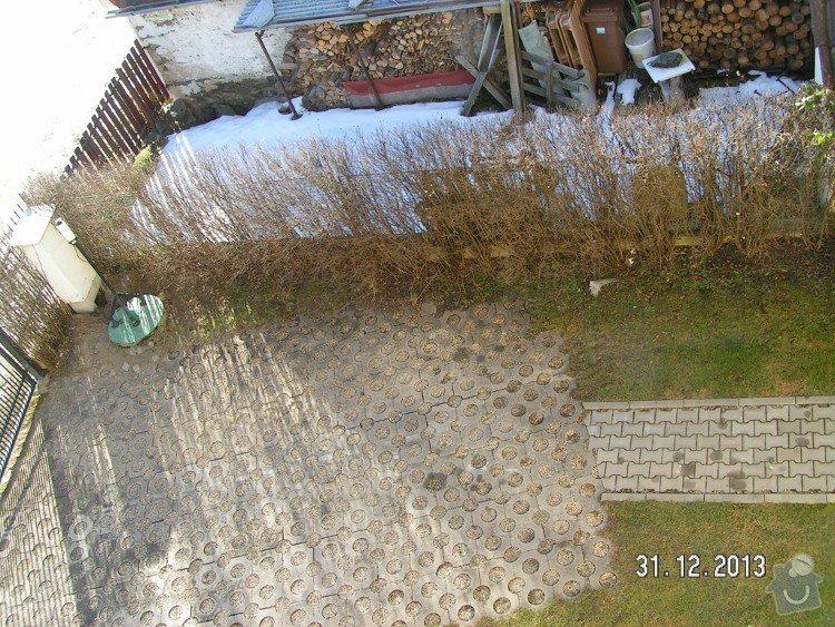 Parkoviště u rodinného domku 90m2+plotová stěna: PICT5040v