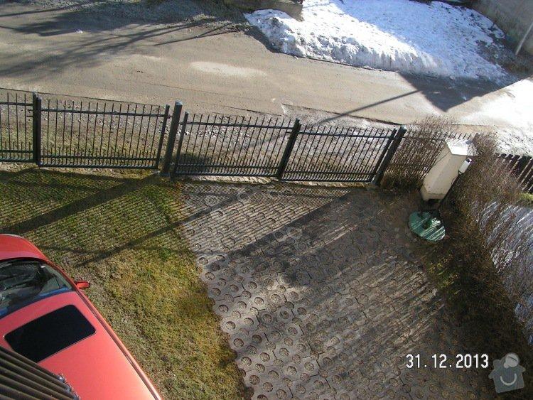 Parkoviště u rodinného domku 90m2+plotová stěna: PICT5039v