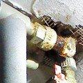 Kapajici spoj ve vodovodnich trubkach detail