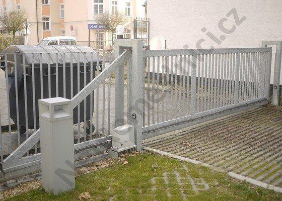 Posuvná a křídlová brána, branka, oplocení