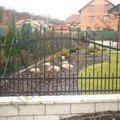 Ozdobny kovany plot branka a kridlova brana s pohonem vn04