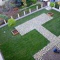 Polozeni travniho koberce a zahradni dlazby zahrada 440 m2 zahrada vnitrobloku ul.ovenecka 4