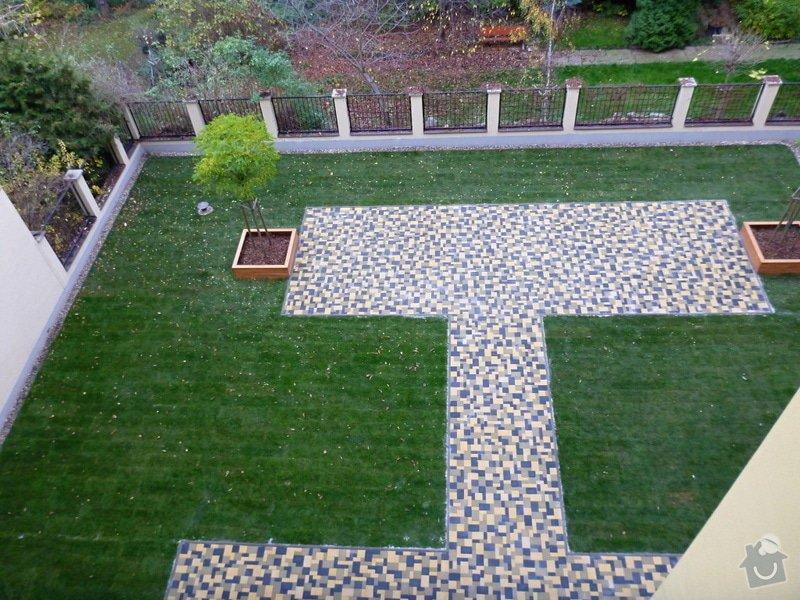 Položení travního koberce a zahradní dlažby (zahrada 440 m2): Zahrada_vnitrobloku_ul.Ovenecka_5_