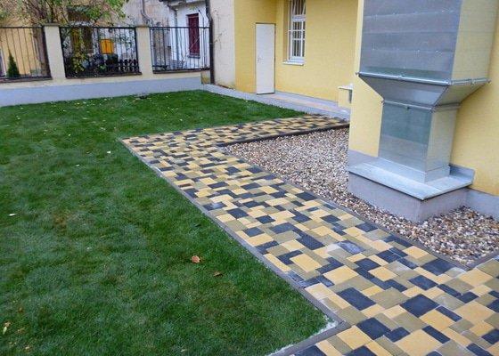 Položení travního koberce a zahradní dlažby (zahrada 440 m2)