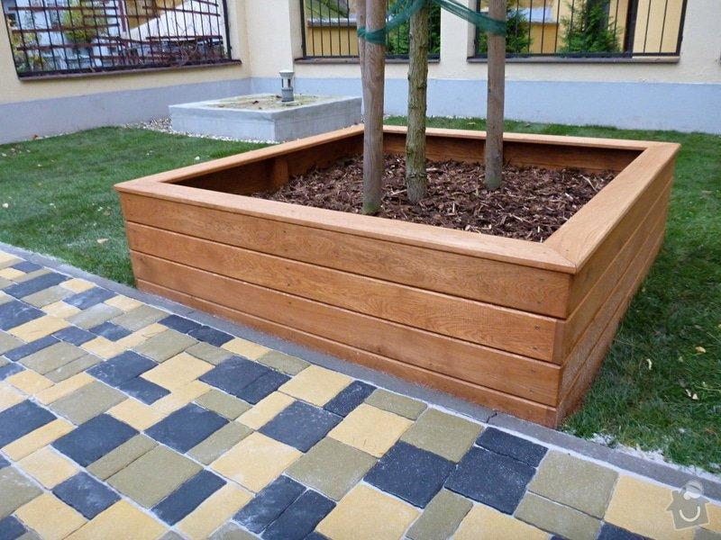 Položení travního koberce a zahradní dlažby (zahrada 440 m2): Zahrada_vnitrobloku_ul.Ovenecka_11_