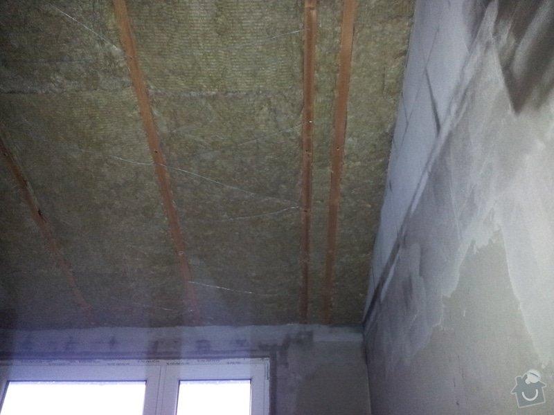 Zednické začištění oken a zdí, perlinka, lepidlo a štuk. Suché podlahy Fermacell s podsypem a polystyrenem. Montáž parotěsné folie a OSB desek na strop. Ozdobné lamely na strop. Plovoucí podlaha. Pokládka dlažby.: foto_1