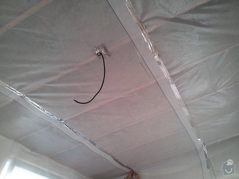 Zednické začištění oken a zdí, perlinka, lepidlo a štuk. Suché podlahy Fermacell s podsypem a polystyrenem. Montáž parotěsné folie a OSB desek na strop. Ozdobné lamely na strop. Plovoucí podlaha. Pokládka dlažby.: foto_2