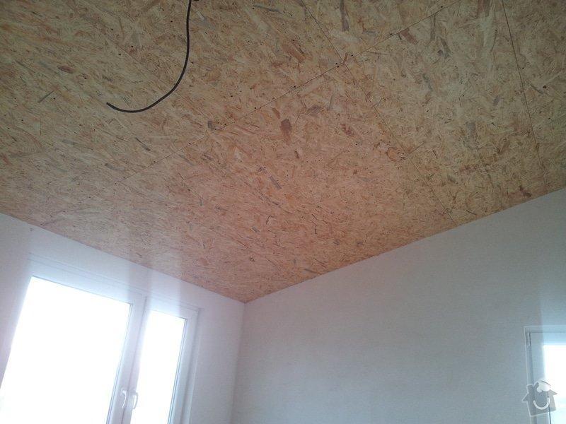 Zednické začištění oken a zdí, perlinka, lepidlo a štuk. Suché podlahy Fermacell s podsypem a polystyrenem. Montáž parotěsné folie a OSB desek na strop. Ozdobné lamely na strop. Plovoucí podlaha. Pokládka dlažby.: foto_4