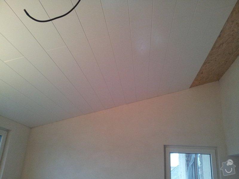 Zednické začištění oken a zdí, perlinka, lepidlo a štuk. Suché podlahy Fermacell s podsypem a polystyrenem. Montáž parotěsné folie a OSB desek na strop. Ozdobné lamely na strop. Plovoucí podlaha. Pokládka dlažby.: foto_6