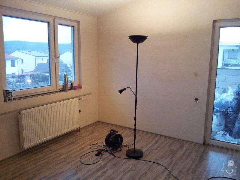 Zednické začištění oken a zdí, perlinka, lepidlo a štuk. Suché podlahy Fermacell s podsypem a polystyrenem. Montáž parotěsné folie a OSB desek na strop. Ozdobné lamely na strop. Plovoucí podlaha. Pokládka dlažby.: foto_8