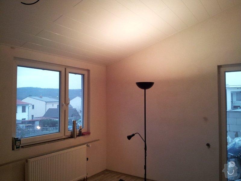 Zednické začištění oken a zdí, perlinka, lepidlo a štuk. Suché podlahy Fermacell s podsypem a polystyrenem. Montáž parotěsné folie a OSB desek na strop. Ozdobné lamely na strop. Plovoucí podlaha. Pokládka dlažby.: foto_9