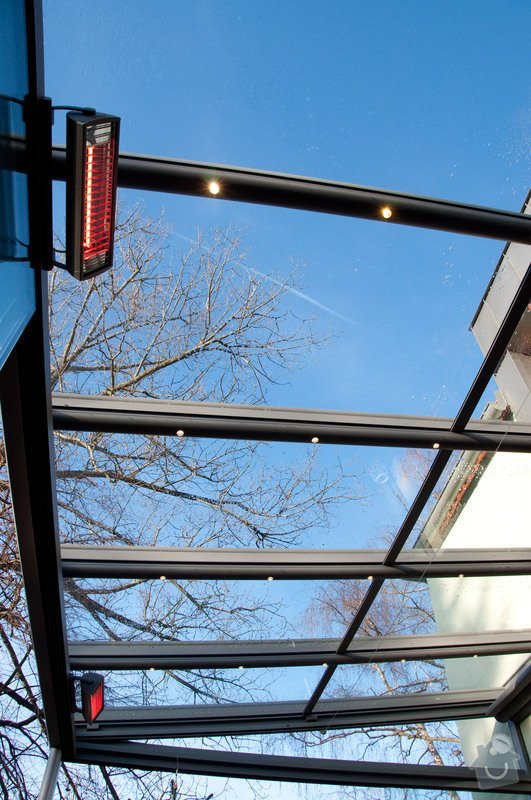 Elegantní terasa Glasoase s markýzou a světelnými panely LED: zastreseni-terasy_19