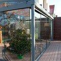 Elegantni terasa glasoase s markyzou a svetelnymi panely led zastreseni terasy 22