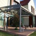 Elegantni terasa glasoase s markyzou a svetelnymi panely led zastreseni terasy 24