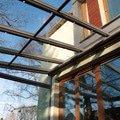 Elegantni terasa glasoase s markyzou a svetelnymi panely led zastreseni terasy 29