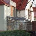 Elegantni terasa glasoase s markyzou a svetelnymi panely led zastreseni terasy 30
